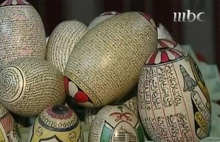 سعودي مسن يكتب القرآن على ست بيضات 1510