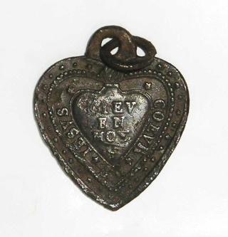 """Médaille en forme de coeur """" Dieu en moi """"  P1010010"""