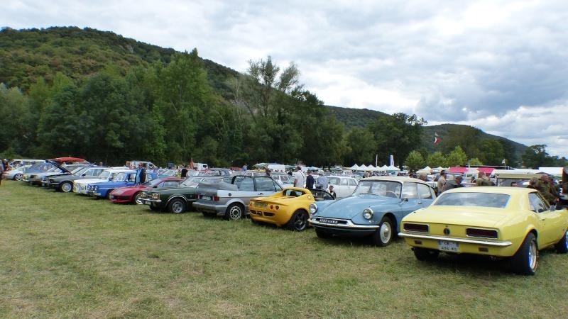 gros rassemblement de véhicules anciens à Verna 710