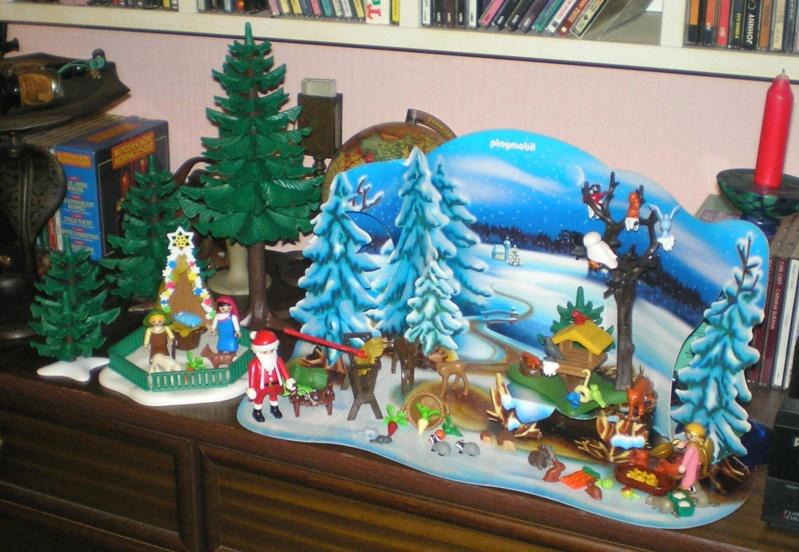 Weihnachtswelt mit PLAYMOBIL-Figuren und -Zubehör 001a2_11