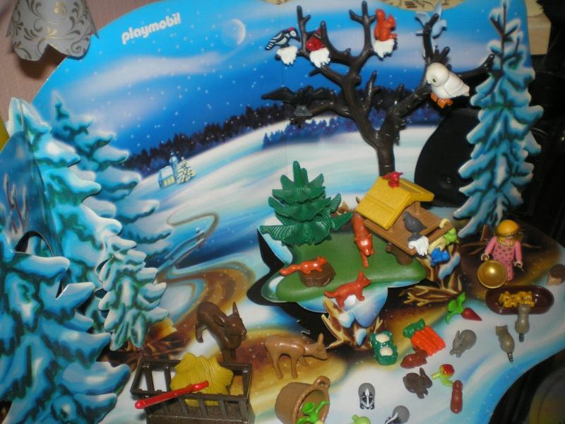 Weihnachtswelt mit PLAYMOBIL-Figuren und -Zubehör 001b1_12