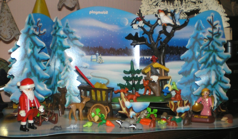 Weihnachtswelt mit PLAYMOBIL-Figuren und -Zubehör 001b2c11