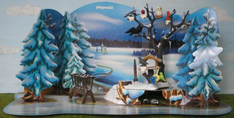 Weihnachtswelt mit PLAYMOBIL-Figuren und -Zubehör 001c3g10