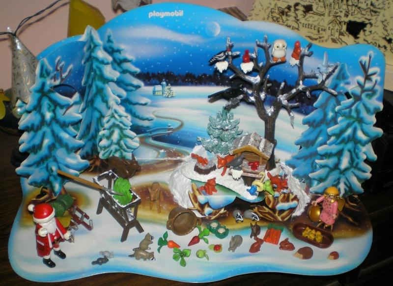 Weihnachtswelt mit PLAYMOBIL-Figuren und -Zubehör 001e1_12
