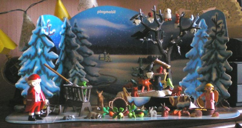 Weihnachtswelt mit PLAYMOBIL-Figuren und -Zubehör 001e2_11