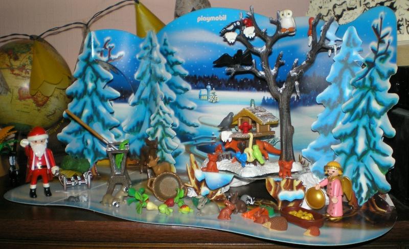Weihnachtswelt mit PLAYMOBIL-Figuren und -Zubehör 001e3_10