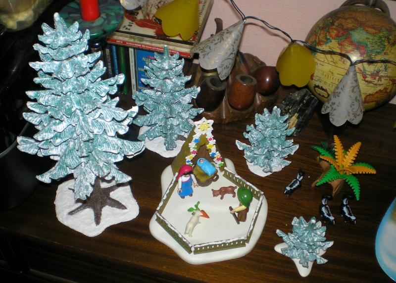 Weihnachtswelt mit PLAYMOBIL-Figuren und -Zubehör 002d1_12