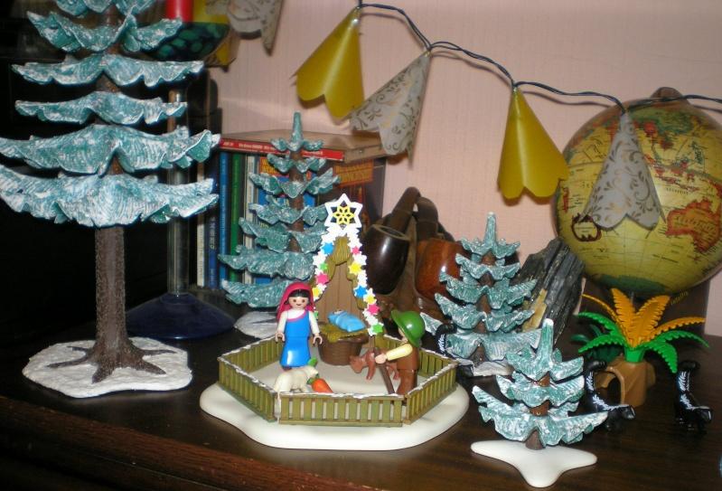 Weihnachtswelt mit PLAYMOBIL-Figuren und -Zubehör 002d2_11