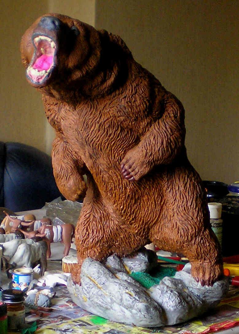 Grizzly-Dekofigur von 40 cm Höhe in eigener Bemalung 400_mm15