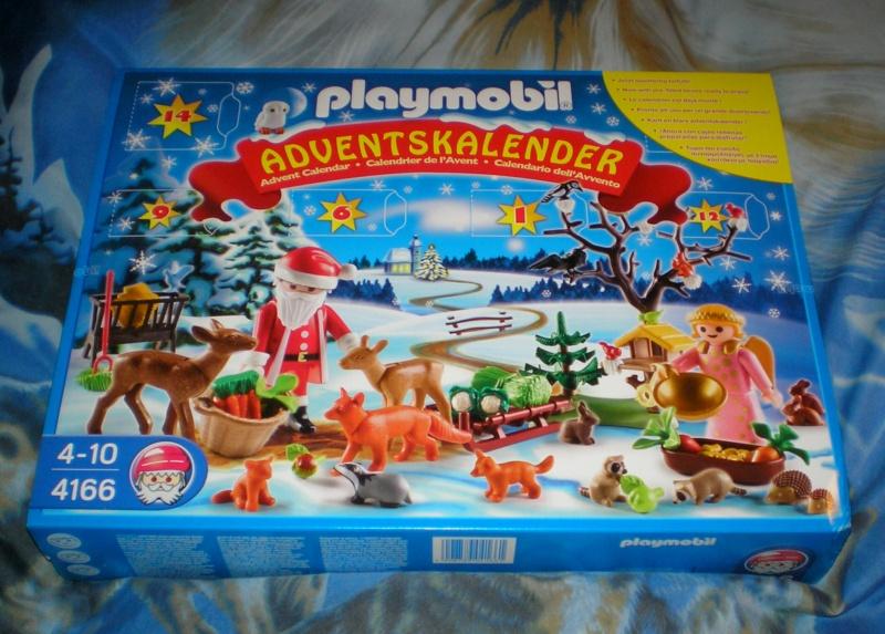 Weihnachtswelt mit PLAYMOBIL-Figuren und -Zubehör Pm_41610