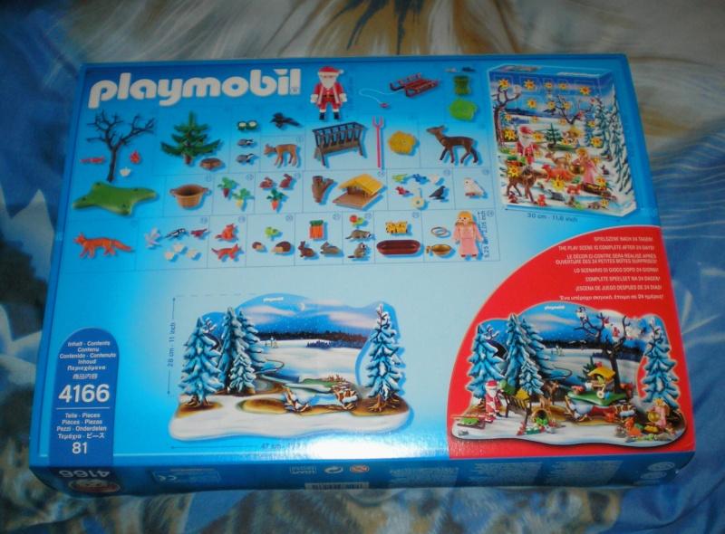 Weihnachtswelt mit PLAYMOBIL-Figuren und -Zubehör Pm_41611