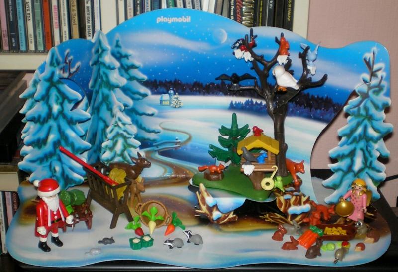 Weihnachtswelt mit PLAYMOBIL-Figuren und -Zubehör Pm_41613