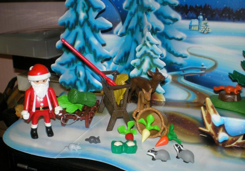 Weihnachtswelt mit PLAYMOBIL-Figuren und -Zubehör Pm_41615