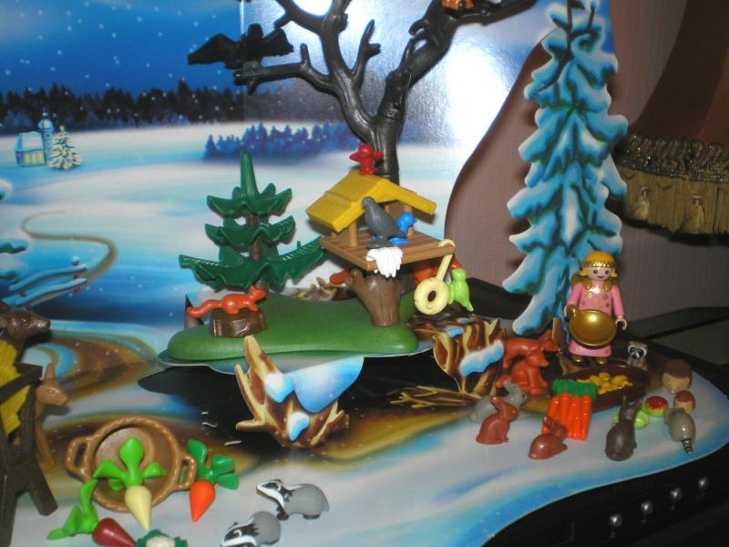 Weihnachtswelt mit PLAYMOBIL-Figuren und -Zubehör Pm_41616