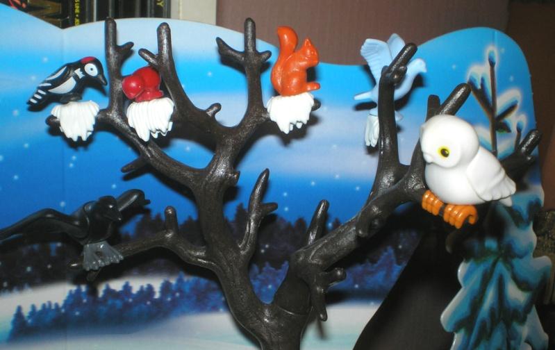 Weihnachtswelt mit PLAYMOBIL-Figuren und -Zubehör Pm_41617