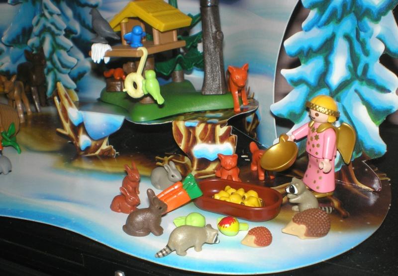 Weihnachtswelt mit PLAYMOBIL-Figuren und -Zubehör Pm_41618