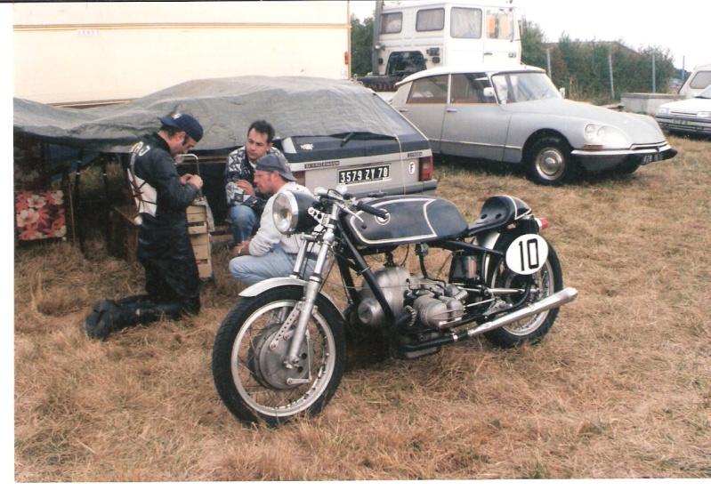 C'est ici qu'on met les bien molles....BMW Café Racer - Page 36 Bmw1010