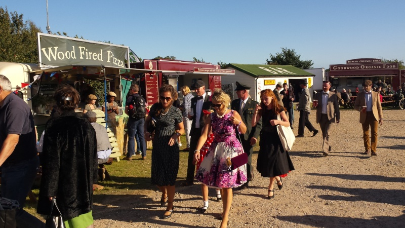 Goodwood Revival 2015 - Page 2 20150942