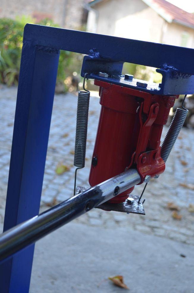 Petit pressoir hydraulique Preeso11