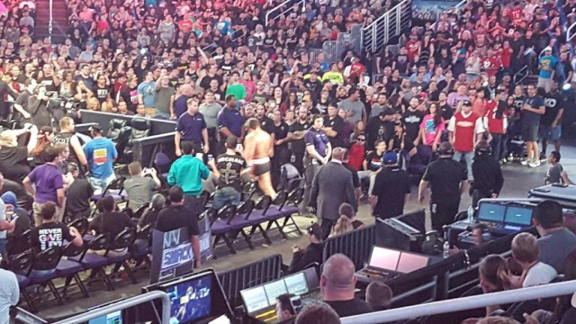 [Forme] Un lutteur WWE blessé ? Csx15f10