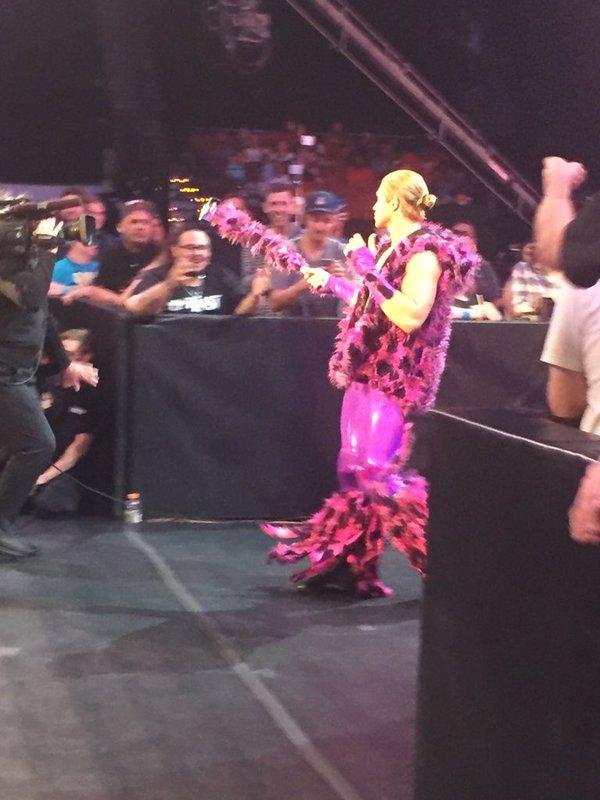 [Compétition] Un lutteur NXT débute à Smackdown ! Tyler-10