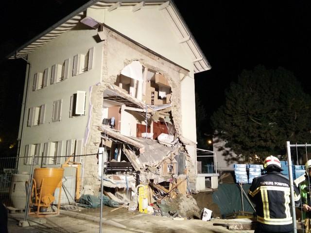 [Désormais visible sur Google Earth] Une maison s'écroule 4 Rue du Châtelet Payerne, Vaud La_gc_10