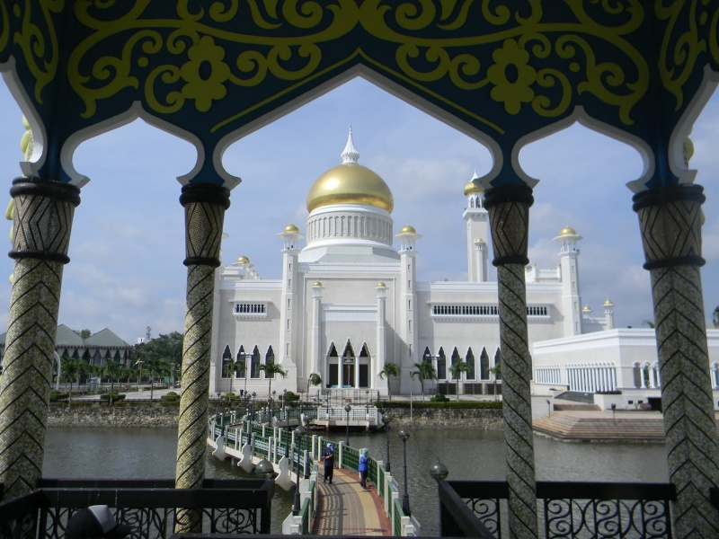 La mosquée Omar Ali Saifuddin à Bandar Seri Begawan, Sultanat de Brunei.  72029910