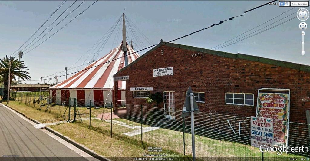 École nationale du cirque  à Observatory, Le Cap, Afrique du Sud. Yycole10
