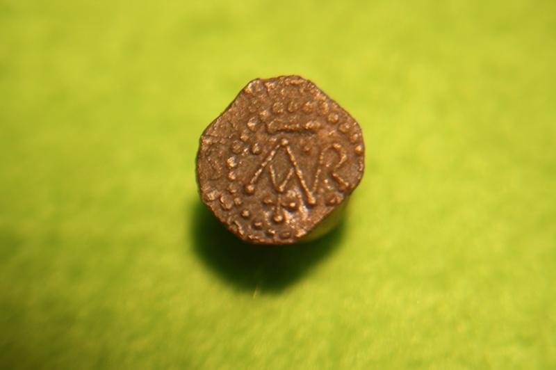 Denier merovingien sans nom de monétaire pour Clermont-Ferrand Img_9212