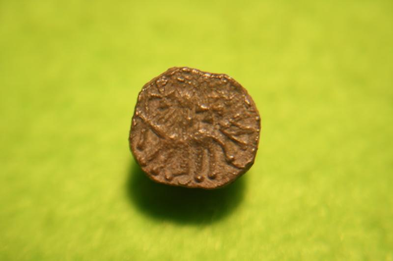 Denier merovingien sans nom de monétaire pour Clermont-Ferrand Img_9310