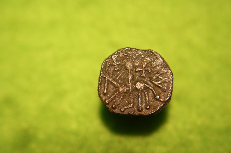 Denier merovingien sans nom de monétaire pour Clermont-Ferrand Img_9311