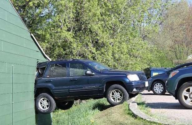 Accidents difficilement explicables aux assureurs... 84665410