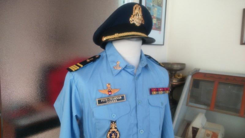 uniformes cambodgiens  - Page 2 Ok210