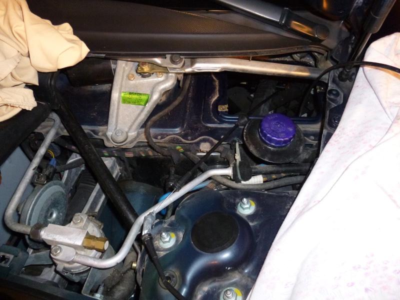 HELP !!!! Impossible d'ouvrir le capot avant  P1000322