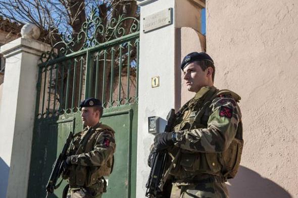 Des fusiliers de l'Air manquent pour assurer la protection des Bases . Fusili10