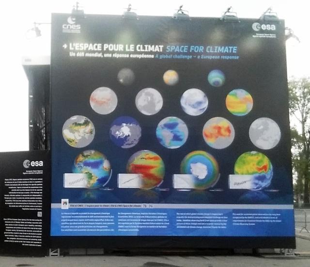 [Exposition] L'espace pour le climat - avec le Cube du Climat de l'ESA et du CNES / Champs-Elysées Paris jusqu'au 27 octobre  20151010