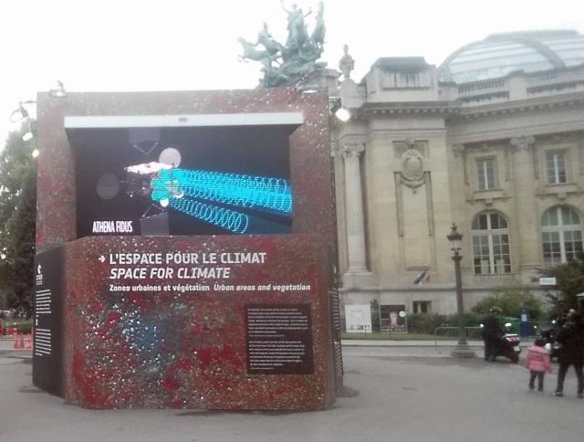 [Exposition] L'espace pour le climat - avec le Cube du Climat de l'ESA et du CNES / Champs-Elysées Paris jusqu'au 27 octobre  20151012