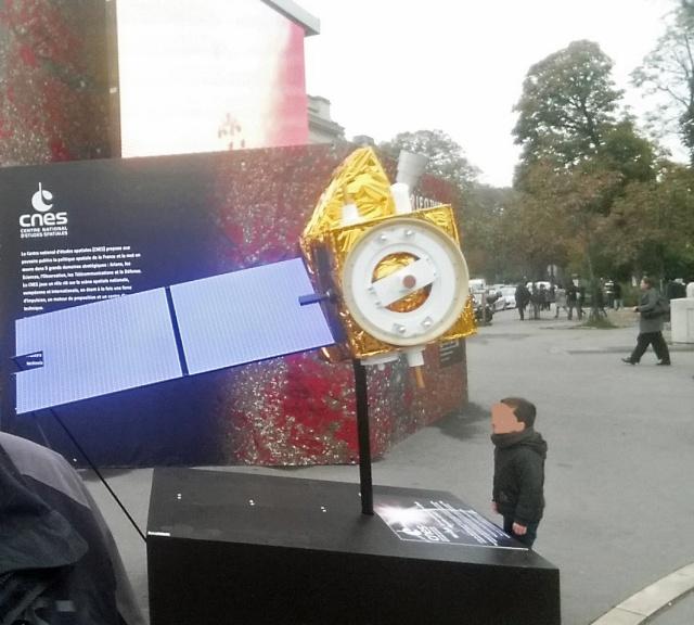 [Exposition] L'espace pour le climat - avec le Cube du Climat de l'ESA et du CNES / Champs-Elysées Paris jusqu'au 27 octobre  20151013