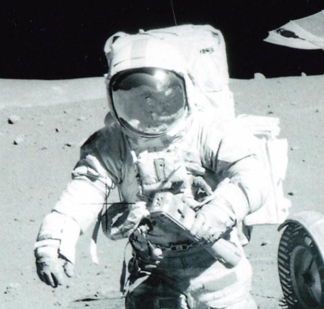 Record d'enchères pour une montre ayant été sur la Lune lors de la mission Apollo 15 - 22 octobre 2015 Apollo12
