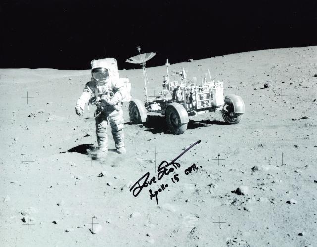 Record d'enchères pour une montre ayant été sur la Lune lors de la mission Apollo 15 - 22 octobre 2015 Apollo13
