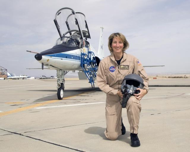 [SpaceShipTwo] La pilote Kelly Latimer rejoint Virgin Galactic Latime10