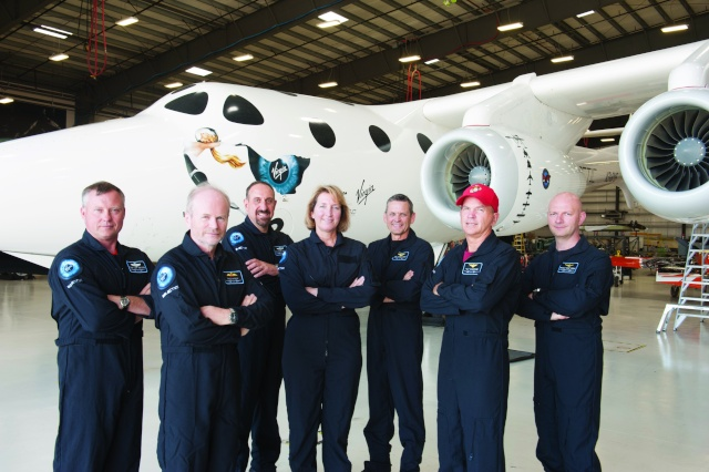 [SpaceShipTwo] La pilote Kelly Latimer rejoint Virgin Galactic Latime11