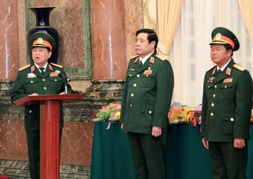 Công bố, trao Quyết định thăng quân hàm Đại tướng cho đồng chí Ngô Xuân Lịch và đồng chí Đỗ Bá Tỵ 05101513