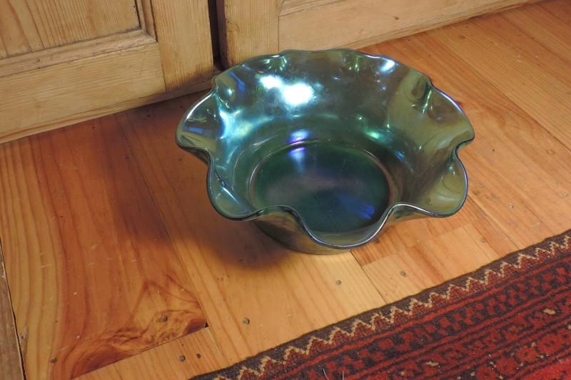 Green Lustre 8 Ruffed Fruit Bowl - Loetz Creta Papillon? Dscn5112
