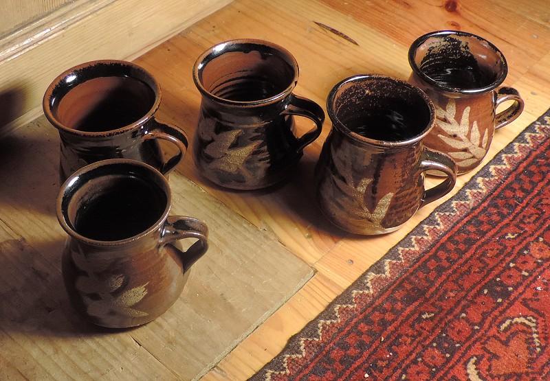 Tenmoku glaze mugs - SB or BB mark  Dscn5120