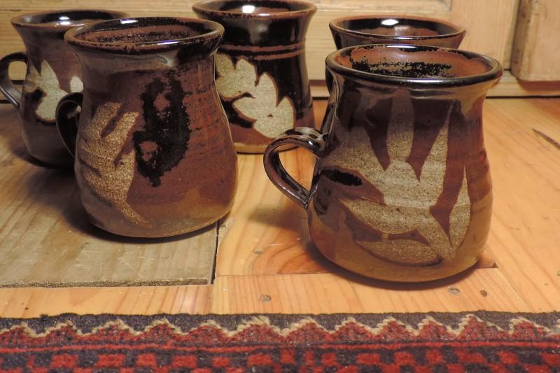 Tenmoku glaze mugs - SB or BB mark  Dscn5121