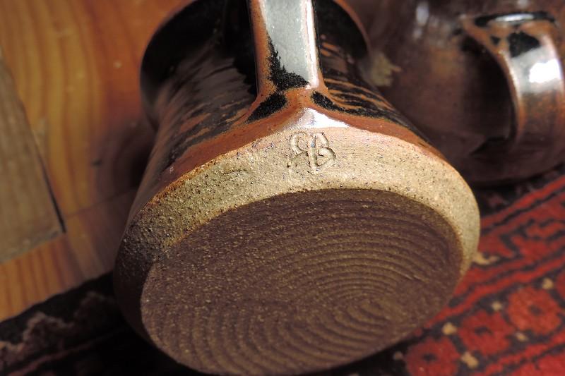 Tenmoku glaze mugs - SB or BB mark  Dscn5123
