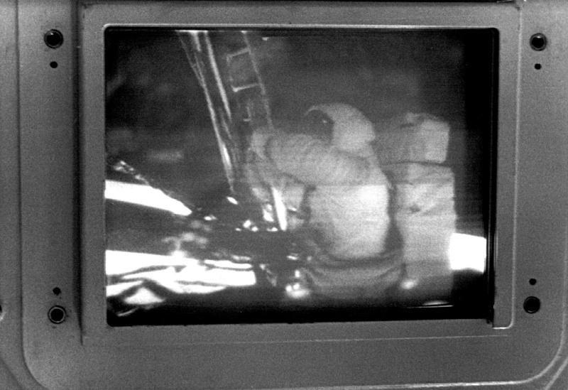 film apollo 11 A11tv010