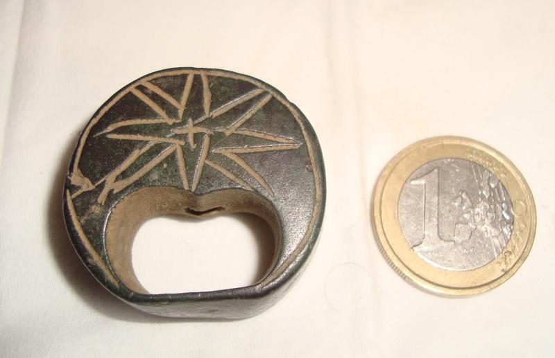 Résolu : Objet bronze médiéval peu commun àidentifier : Pommeau XIIIème A210