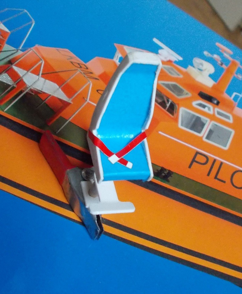 Bateau Pilote Kit Aero-Naut au 1/25 Dscn0010